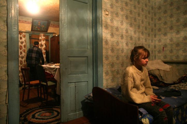 weber-daughter-alone