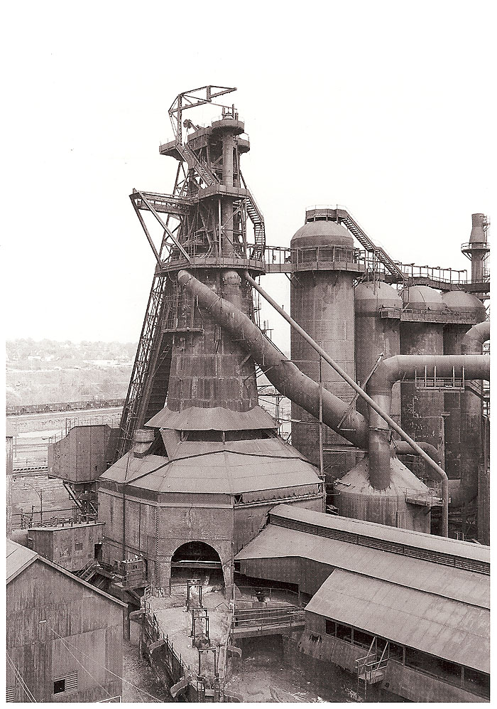 Blast_Furnace_Youngstown_1983
